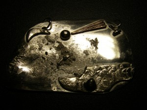 """""""Jordlandskap"""" silverhänge (6 x 4 cm) Pris: 1.200:-"""
