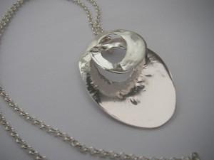 Silversnurra (exkl. halskedja) Pris 700:-
