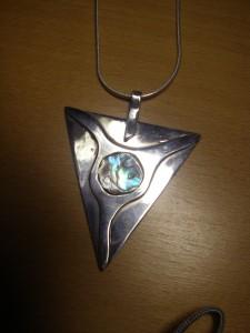 """Egentillverkat silverhänge """"Bockhorn med öga av pauashell"""""""
