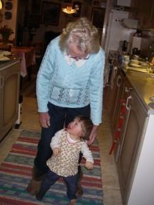 Lily med pappas faster, 94 års åldersskillnad