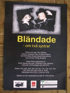 """Affisch """"Bländade - om två systrar"""""""