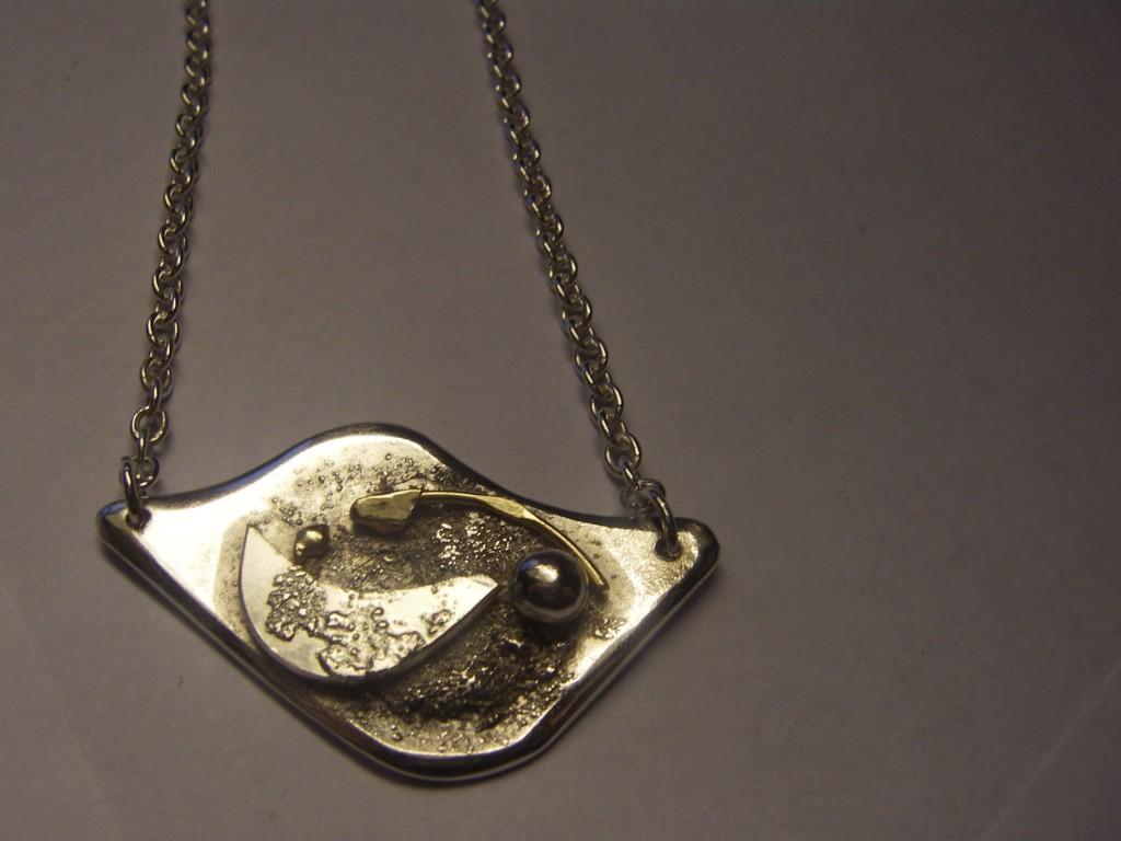 """""""Litet jordlandskap"""" med silverhänge Pris: 1.000:-"""