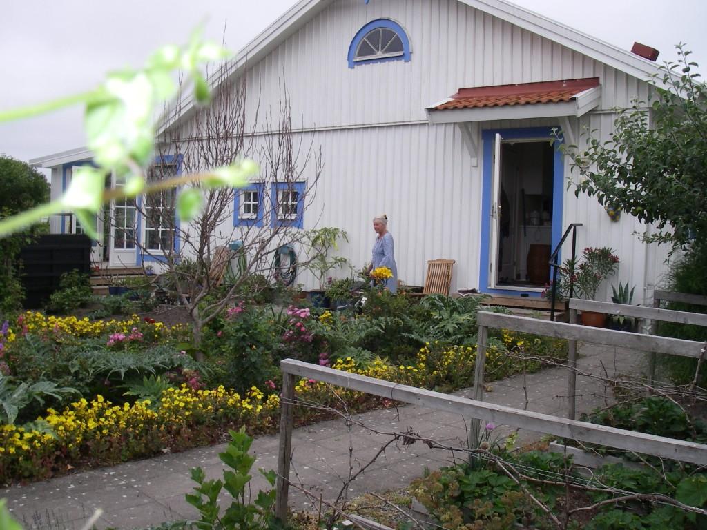 Rullatorpromenaden avslutas i trädgården