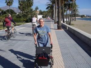 På träning längs strandpromenaden i San Pedro