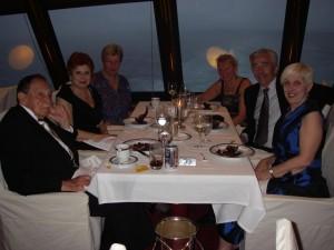Middagsgänget på plats längst fram i fören