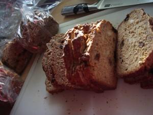 Frukostbröd med fem olika mjölsorter och russin, nötter, fil, äpple och sirap