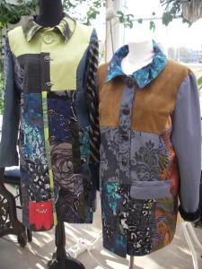 Två kappor till klara till utställningen den 21 mars