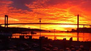 Älvsborgsbron i kvällsbelysning