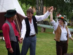 Skärgårdsteatern Hilma på Alaska, Hilma och Svedal gifter sig