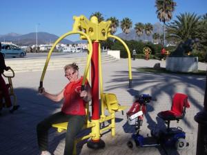 I träningstagen vid strandpromenaden i San Pedro