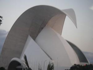 Operahuset i Santa Cruzet, byggt 2003 arkitekt Santiago Calatrava. Samma arkitekt som ritat Turning Torso i Malmö