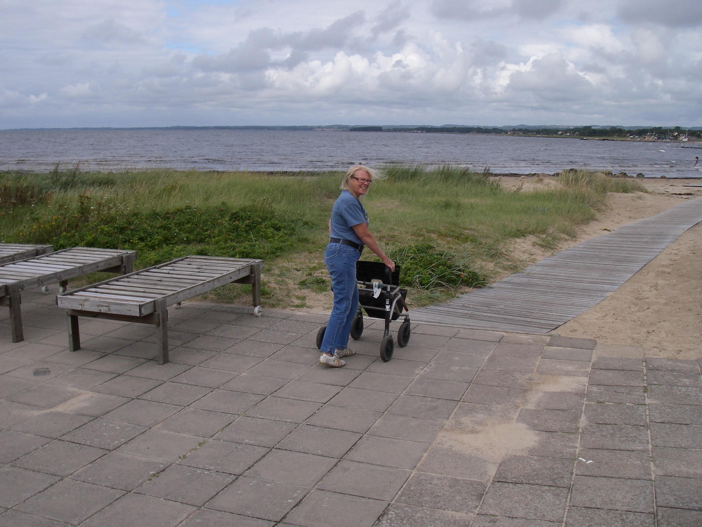 På promenad ner till havet 2013 i Vejbystrand