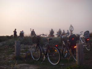Hela gänget samlat inför solnedgången