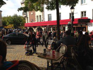Lunch och batteriladdning på Place de Tertre