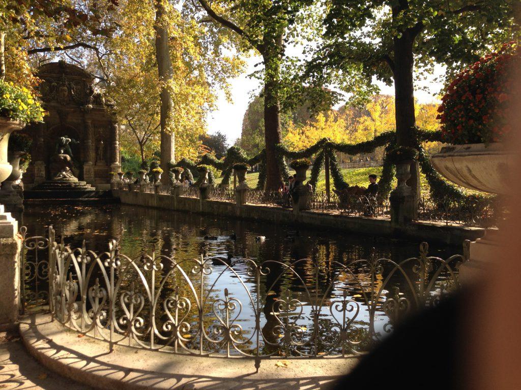 Ett hörn av den otroligt vackra Luxembourgträdgården
