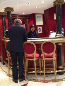 Incheckning på hotell Opera Villa Drouot
